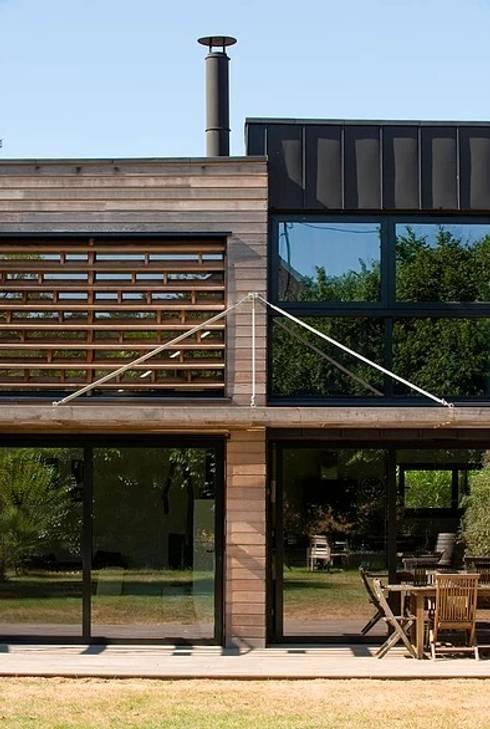 EC-Bois | Maison Laviron | Jouars-Pontchartrain: Chalets & maisons en bois de style  par EC-BOIS