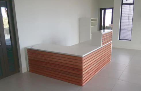 reception desk:  Offices & stores by Till Manecke:Architect