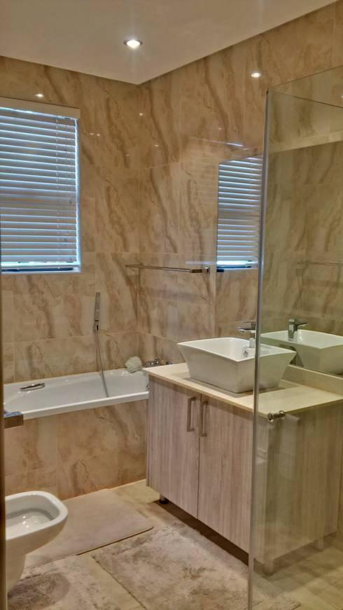 House: modern Bathroom by AH Architects