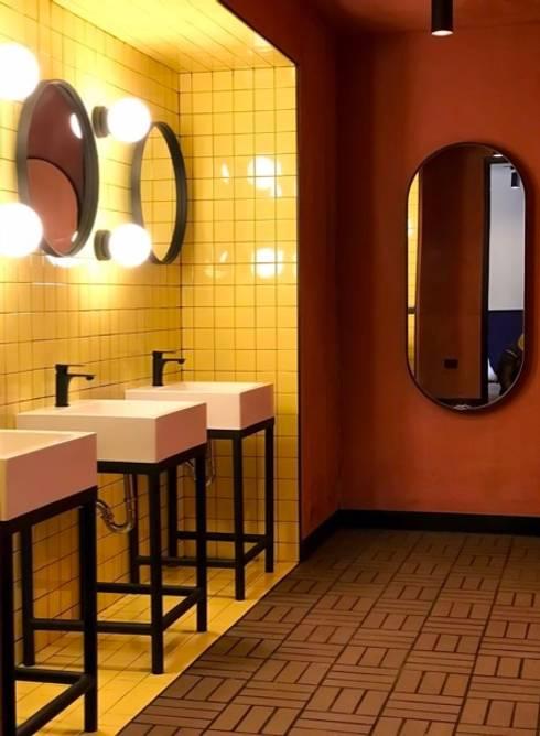 Baños: Baños de estilo ecléctico por D Interior