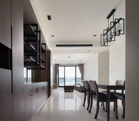 頭份詠森美居 黃公館:  房子 by 築室室內設計