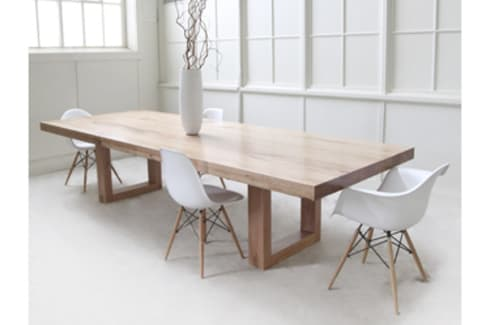 Boxy dining room suite: classic Dining room by MELLOWOOD Furniture