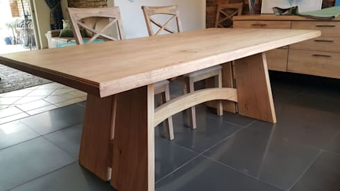 Solid Rubberwood dining table with beautiful arch : modern Dining room by MELLOWOOD Furniture