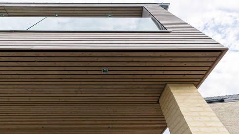 detail uitbreiding woonhuis: moderne Huizen door CHORA architecten
