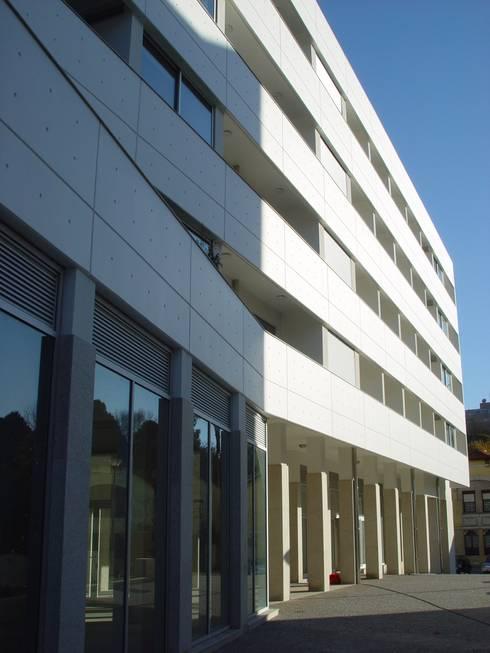 Edifícios de apartamentos e lojas, Gaia: Habitações multifamiliares  por José Melo Ferreira, Arquitecto