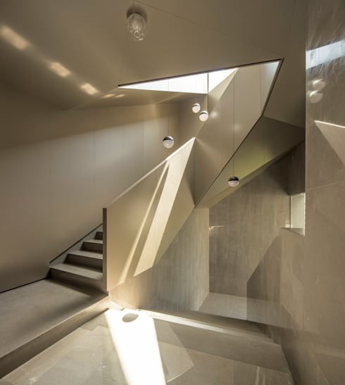 Escaleras de estilo  por AGi architects