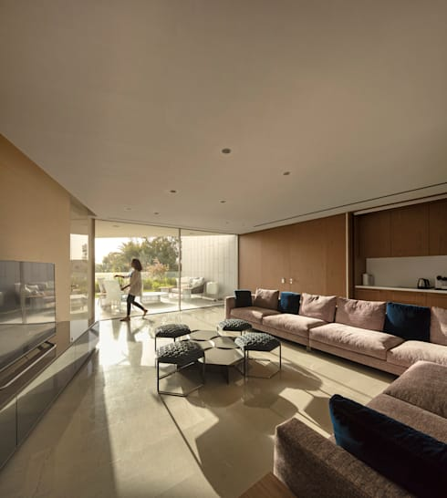 Living room by AGi architects