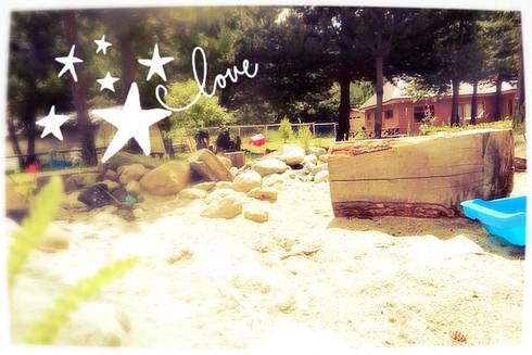 Arenero infantil: Jardines con piedras de estilo  por casa rural