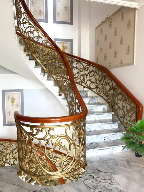 Các mẫu Cầu thang nhôm đúc:  Hành lang by Cổng nhôm đúc Thiên Thanh Bảo
