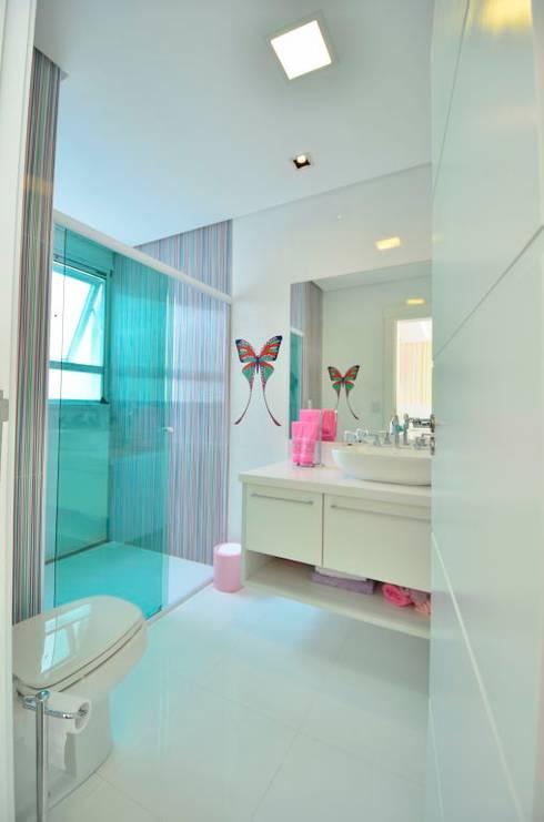 浴室 by Maciel e Maira Arquitetos