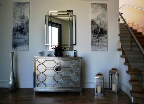 Beverly Decor: Pisos de estilo  por Erika Winters Design