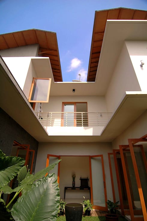 Residential_Landed_Semi-Detached House:  Atap by daksaja architects and planners