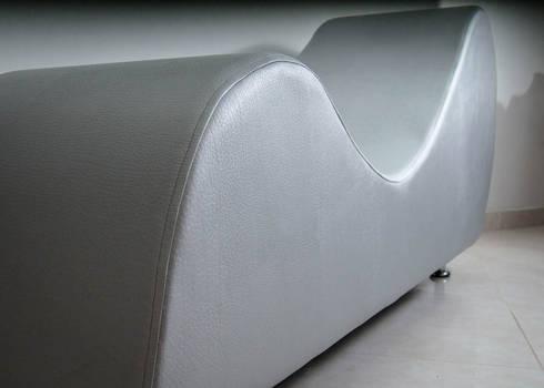 mueble tantra 2: Dormitorios de estilo  por Proyectos Kukenán SAS