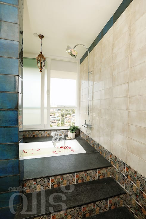 The Rising Sun Apartment: eclectic Bathroom by S Squared Architects Pvt Ltd.