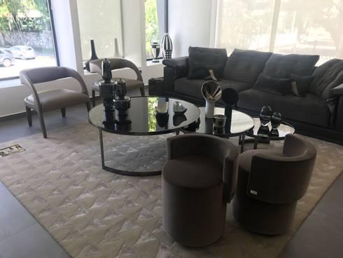 Sala Fendi Home: Salas/Recibidores de estilo minimalista por Spazio di Casa Venezuela