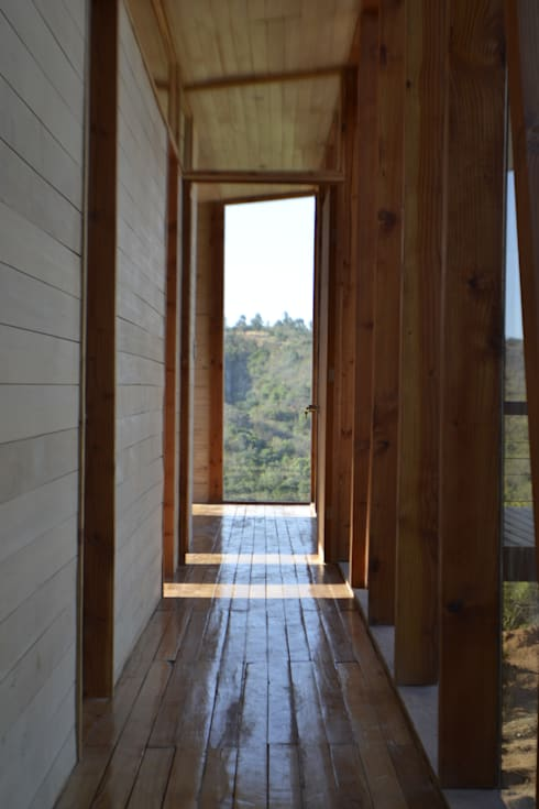Galeria: Pasillos y hall de entrada de estilo  por PhilippeGameArquitectos