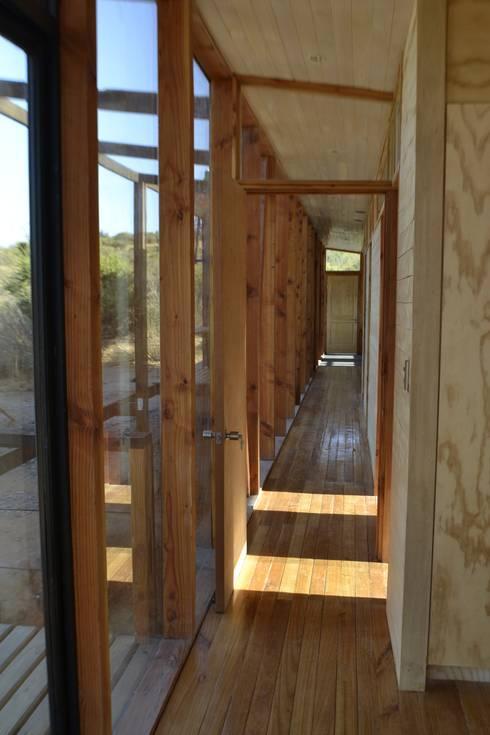 Galeria vidriada: Dormitorios de estilo moderno por PhilippeGameArquitectos