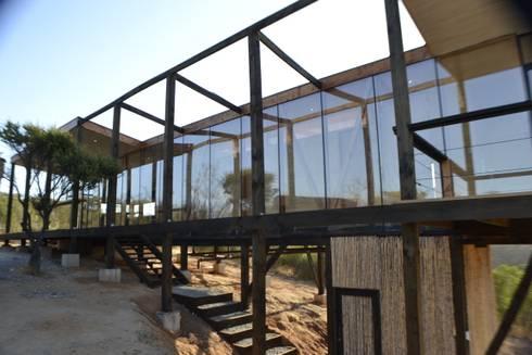 Fachada: Casas de estilo moderno por PhilippeGameArquitectos