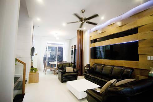Mẫu Nhà 3 Tầng 6x13m Hướng Tây Có Thiết Kế Mặt Tiền Đẹp, Chắn Nắng:  Phòng khách by Công ty TNHH Xây Dựng TM – DV Song Phát