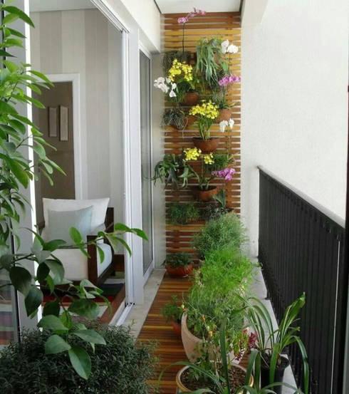 Biến ban công thành khu vườn nhỏ trang trí cho ngôi nhà.:  Sân trước by Công ty TNHH Thiết Kế Xây Dựng Song Phát