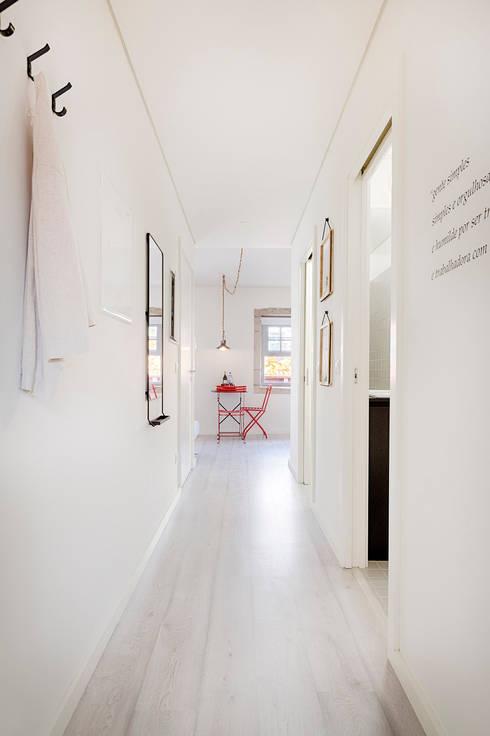 Genuine Oporto Apartments - Alojamento local no centro do Porto: Casa  por SHI Studio, Sheila Moura Azevedo Interior Design