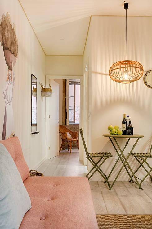 Dining room by SHI Studio, Sheila Moura Azevedo Interior Design