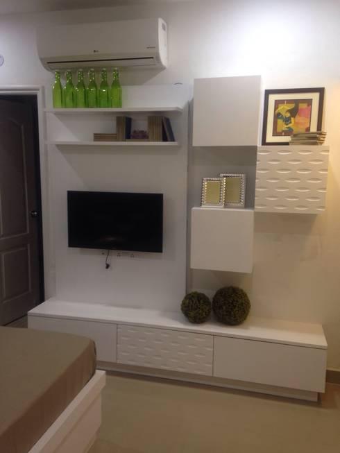 residential interiors: modern Bedroom by SDINC
