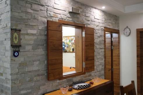 Mr Amit Bhuchar: rustic Dining room by GREEN HAT STUDIO PVT LTD