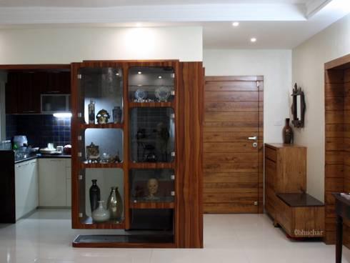 Mr Amit Bhuchar:  Corridor & hallway by GREEN HAT STUDIO PVT LTD