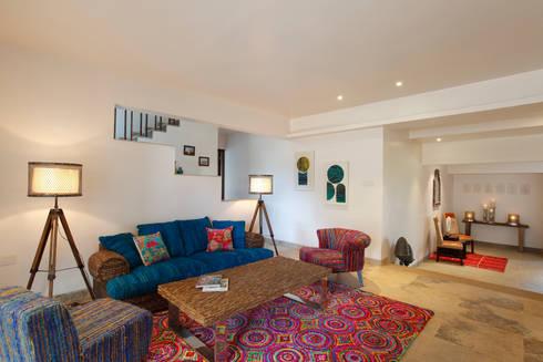 Hakuna Matata: rustic Living room by Mahesh Punjabi Associates