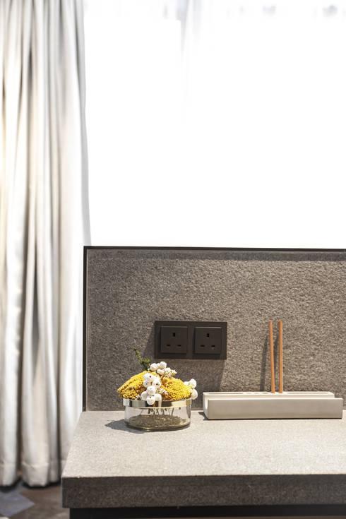 Hotel Ease Access: modern Bedroom by Artta Concept Studio