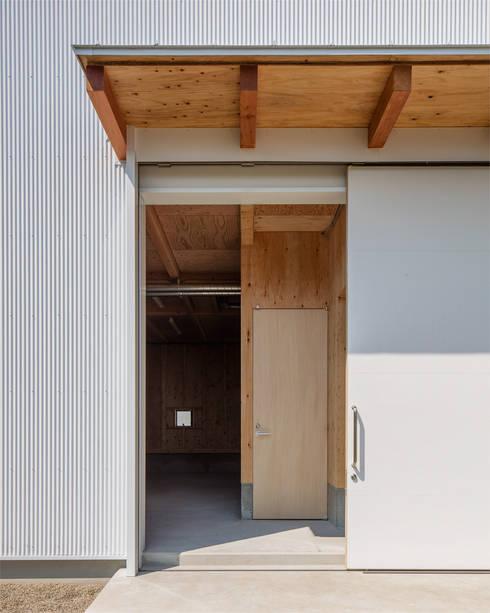 pintu geser by 伊藤憲吾建築設計事務所