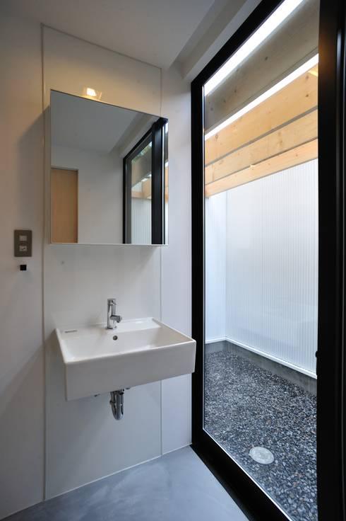 House-Sa: 伊藤憲吾建築設計事務所が手掛けた枯山水です。