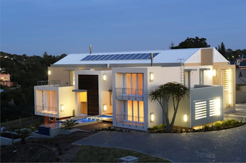 Residence, Little Walmer Golf Estate: modern Houses by The Matrix Urban Designers and Architects