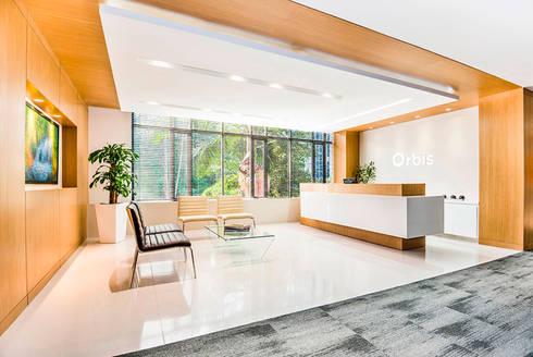 Sala de Recepción: Estudios y despachos de estilo moderno por FR ARQUITECTURA S.A.S.