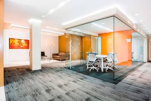 Oficinas: Estudios y despachos de estilo moderno por FR ARQUITECTURA S.A.S.