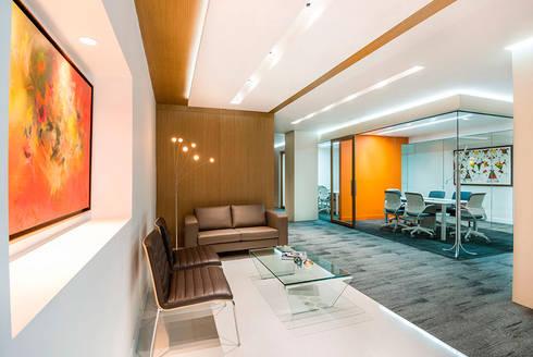 Sala de Espera: Estudios y despachos de estilo moderno por FR ARQUITECTURA S.A.S.