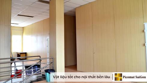 Ốp cột , ốp cầu thang trùng màu với vách ngăn nhựa dán vân gỗ:   by Picomat Sài Gòn