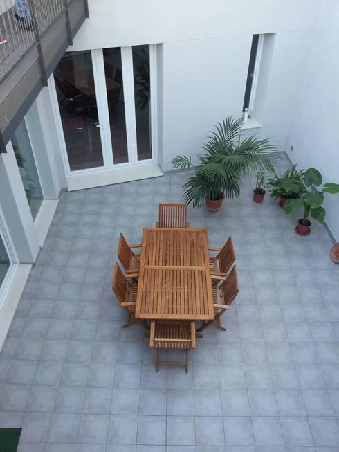 Patio: Terrazas de estilo  de claracabrera.ARQUITECTA