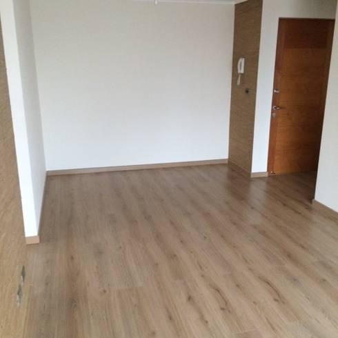 Remodelación Departamento: Livings de estilo clásico por JF Constructora