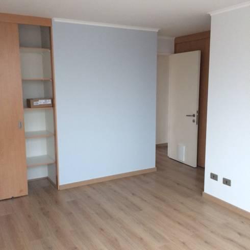 Remodelación Departamento: Dormitorios de estilo clásico por JF Constructora