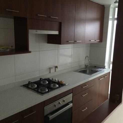 Remodelación Departamento: Cocina de estilo  por JF Constructora