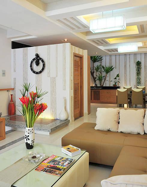 Độc Đáo Với Nhà Phố 3 Tầng Đẹp Có Thiết Kế Hồ Bơi Trên Sân Thượng :  Phòng khách by Công ty TNHH Xây Dựng TM – DV Song Phát