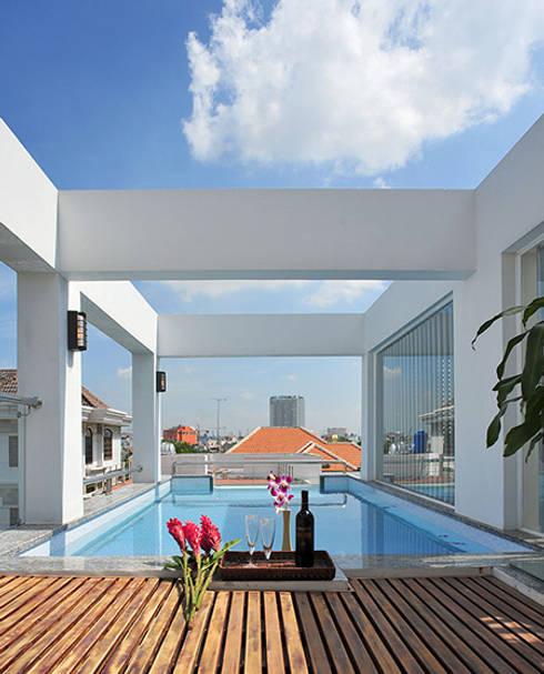 Độc Đáo Với Nhà Phố 3 Tầng Đẹp Có Thiết Kế Hồ Bơi Trên Sân Thượng :  Bể bơi by Công ty TNHH Xây Dựng TM – DV Song Phát