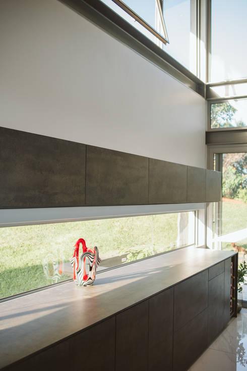House BellaVida, Salt Rock, South Africa  : modern Kitchen by Hugo Hamity Architects