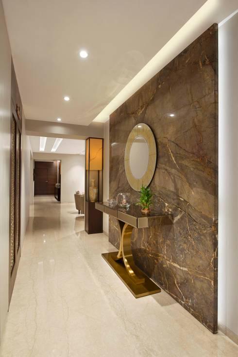 4BHK APARTMENT AT BKC:  Corridor & hallway by Ar. Milind Pai