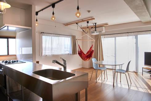 Ruang Keluarga by tai_tai STUDIO