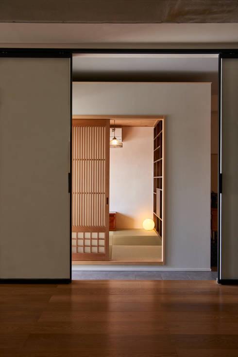 ห้องทำงาน/อ่านหนังสือ by tai_tai STUDIO