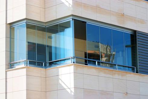 Vetrate scorrevoli e pieghevoli per la chiusura dei balconi di New ...