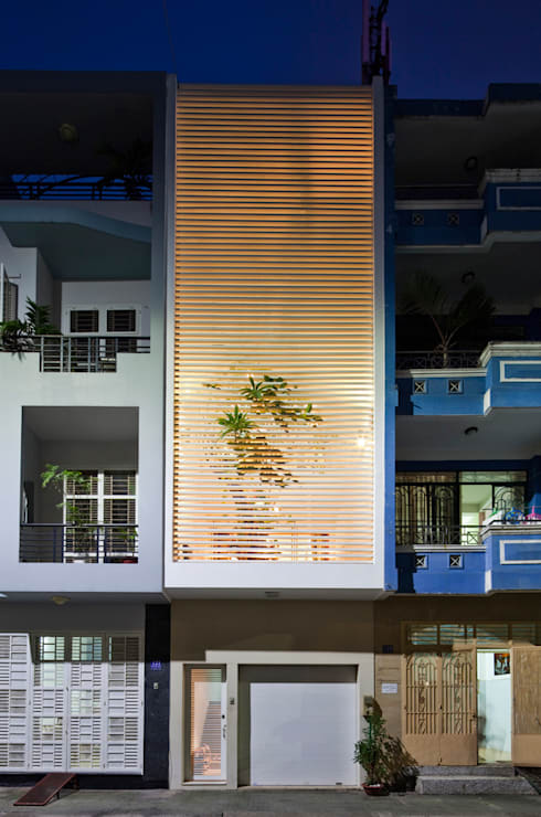 Thiết kế mặt tiền nhà ống 4x20m độc đáo:  Nhà gia đình by Công ty TNHH Xây Dựng TM – DV Song Phát